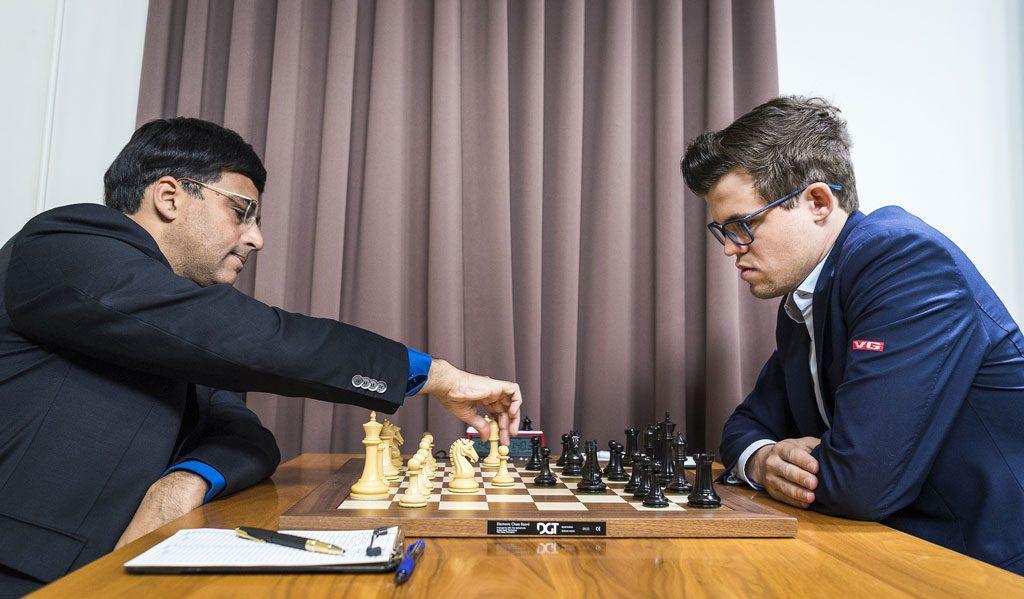 KJENNINGER: Viswanthan Anand og Magnus Carlsen må sies å kjenne hverandre godt. Foto: Lennart Ootes/Grand Chess Tour