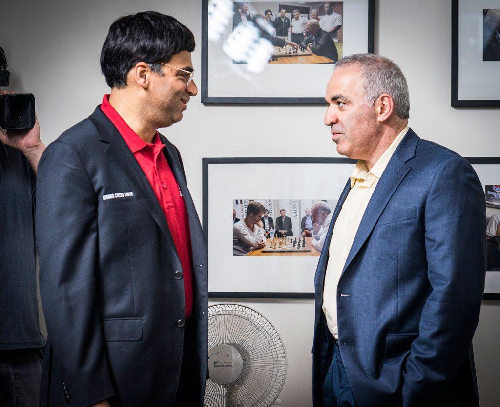 - Vi snakket sammen som to WW2-veteraner, sa Anand om møtet med sin gamle rival. Foto: Lennart Ootes/Grand Chess Tour