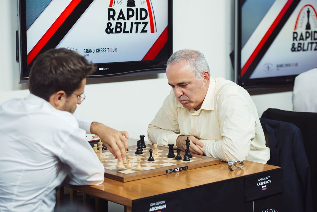 Garry Kasparov lot Levon Aronian slippe unna med remis. Foto: Lennart Ootes/Grand Chess Tour