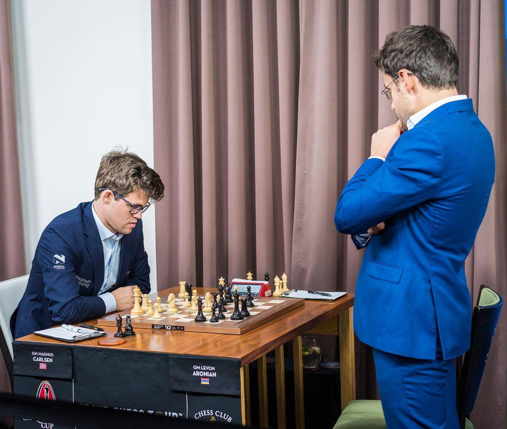 Magnus Carlsen og Levon Aronian har spilt 53 partier klassisk sjakk siden første møte i 2004. Denne gangen ble det norsk seier. Foto: Lennart Ootes/Grand Chess Tour