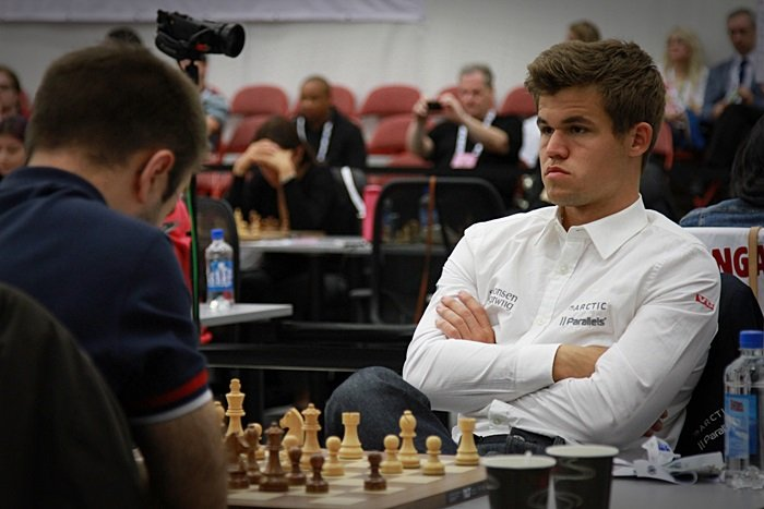 PERFKET: Magnus Carlsen i oppgjøret mot Nikola Djukic i 3. runde av Sjakk-OL. Foto: Georgios Souleidis
