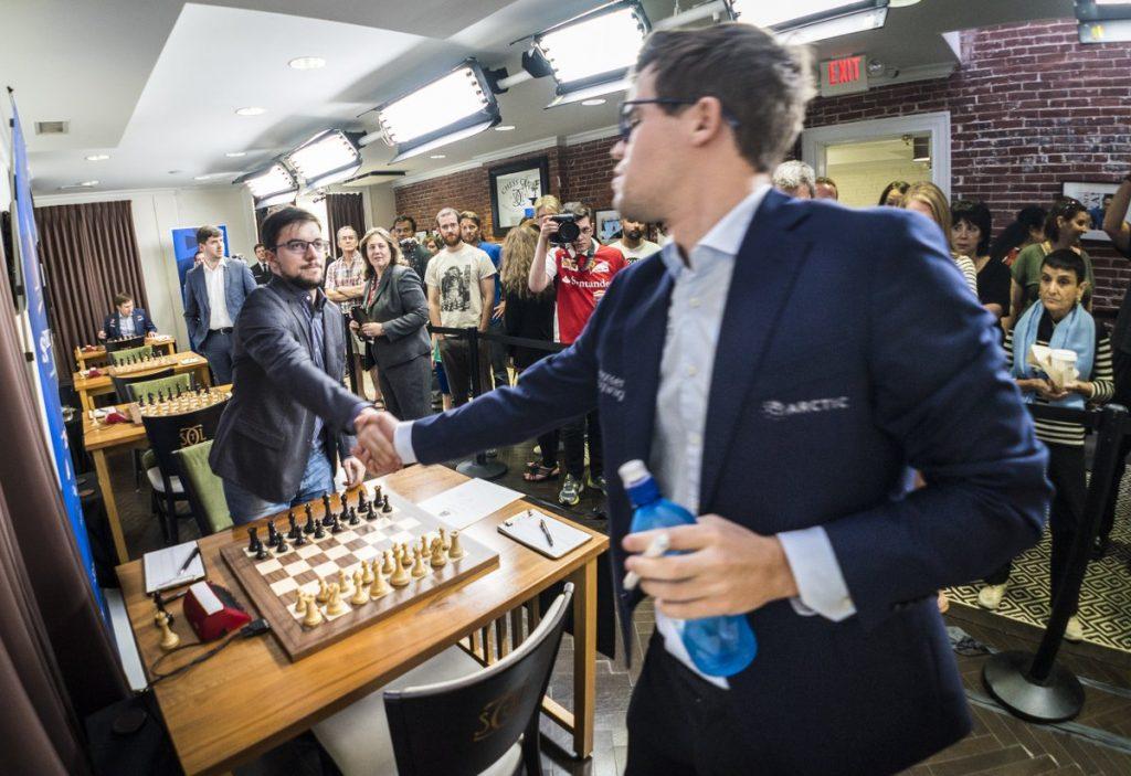 KAMERATER: Magnus Carlsen møtte sin VM-hjelper Maxime Vachier-Lagrave for 16. gang i karrieren. Foto: Lennart Ootes/Grand Chess Tour