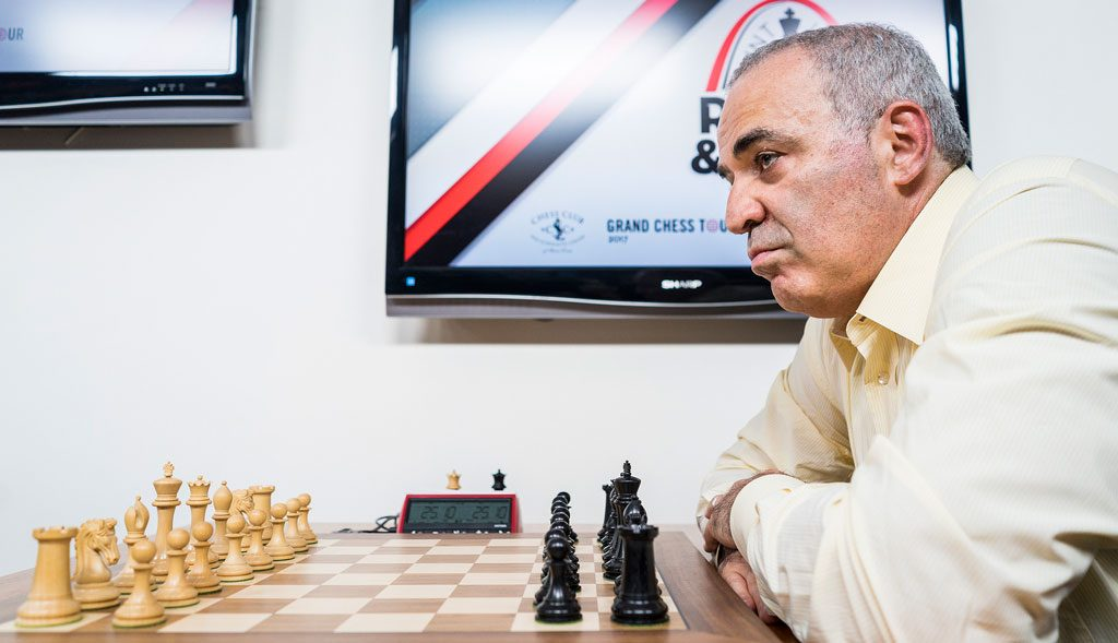 Kan Garry Kasparov ta sin første seier onsdag? Foto: Lennart Ootes/Grand Chess Tour