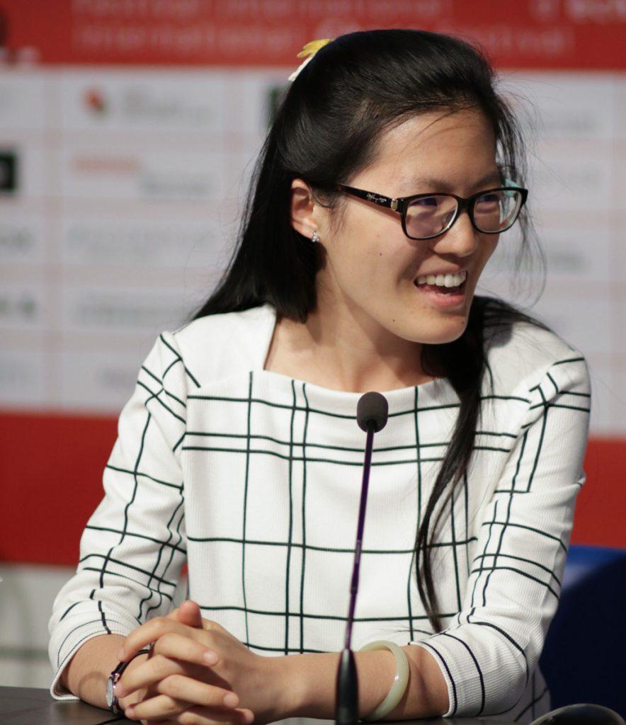 BLID: Hou Yifan med en av tidenes kvinnelige sjakkprestasjoner i Biel. Foto: Biel Chess Festival