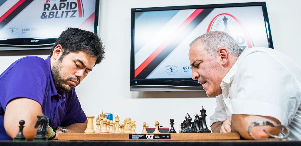 NESTEN: Garry Kasparov fikk en drømmestart på oppgjøret mot Hikaru Nakamura, men måtte kjempe for livet i sluttspillet. Det endte til slutt remis. Foto: Lennart Ootes/Grand Chess Tour