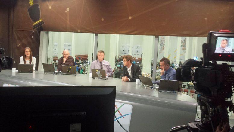 STUDIO: Heidi Røneid, Atle Grønn og Torstein Bae i studio sammen med programleder Ole Rolfsrud. Foto: Tarjei J. Svensen