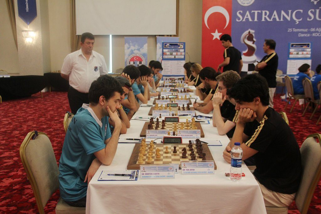 FØRSTEBORD: Aryan Tari med god innsats i tyrkisk superliga. Her på førstebord Foto: Turkish Chess Federation