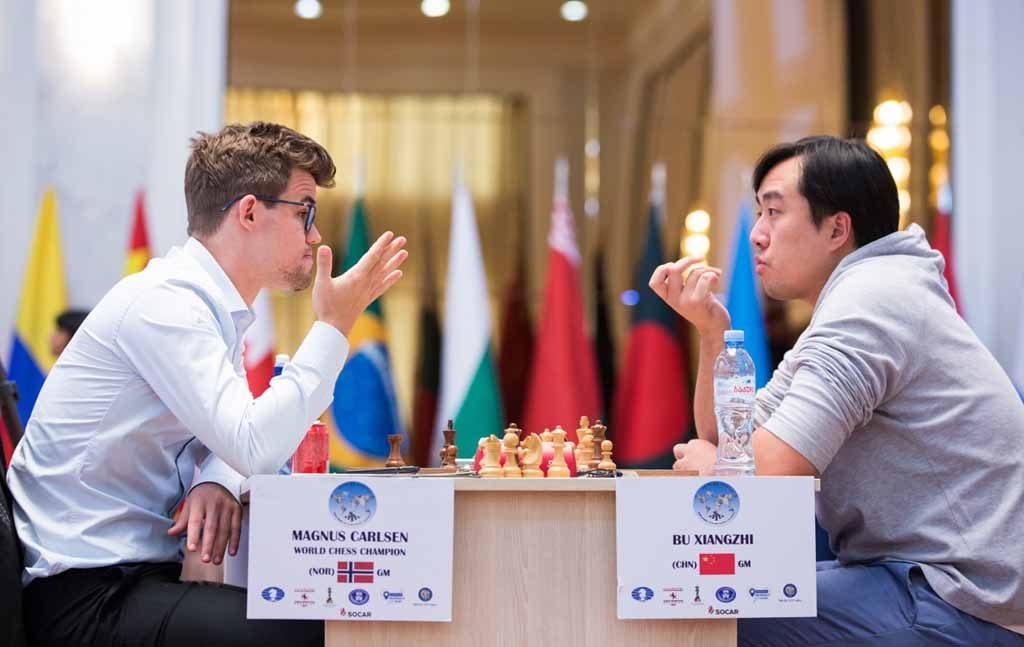 Magnus Carlsen sto overfor en svært vanskelig oppgave med svarte brikker mot nummer 35 i verden, Bu Xiangzhi. Foto: Maria Emelianova/chess.com