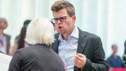UTSLÅTT: Magnus Carlsen ikke fornøyd etter å ha blitt slått ut av Bu Xiangzhi i World Cup. Foto: Maria Emelianova/chess.com