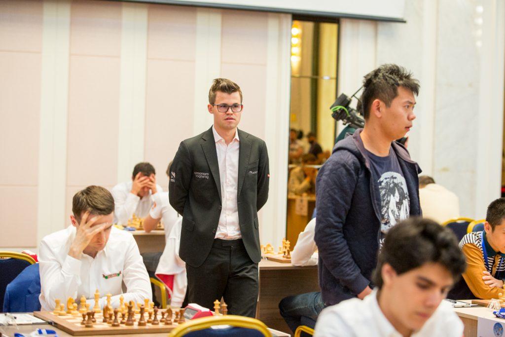 SEIER: Magnus Carlsen måtte bruke tid for å få en vunnet stilling mot nigerianske Balogun. Foto: Maria Emelianova/mattogpatt.no