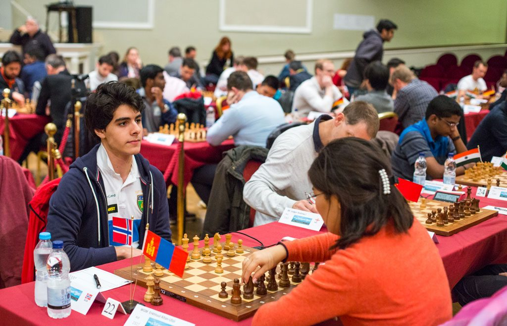 ENKELT: Aryan Tari slo WGM Altan-Ulzili Enkthuul fra Mongolia i andre runde. Foto: Maria Emelianova/chess.com