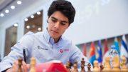 OMSPILL: Aryan Tari må ut i omspill etter to remiser mot David Howell i FIDE World Cup i Georgia. Foto: Maria Emelianova/mattogpatt.no