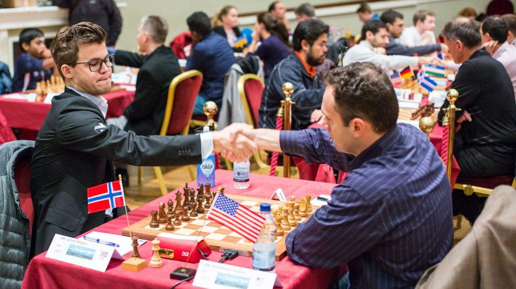 SLITESEIER: Magnus Carlsen var i trøbbel i sitt første møte med amerikanske Eugene Perelshtreyn. Foto: Maria Emelianova/chess.com