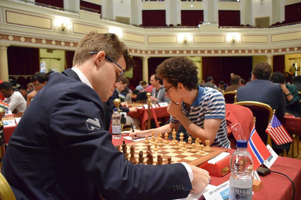 RIVALER: Magnus Carlsen og Fabiano Caruana har barket sammen i mange fartsfylte oppgjør de siste årene. I dag trakk nordmannen det lengste strået. Foto: Tarjei J. Svensen