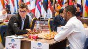 OVERBEVISENDE: Magnus Carlsen er klar for andre runde i World Cup etter 2-0 mot nigerianske Oluwafemi Balogun. Foto: Maria Emelianova/mattogpatt.no