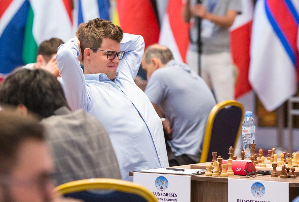 Magnus Carlsen kanskje ikke helt fornøyd med eget spill? Foto: Maria Emelianova/mattogpatt.no