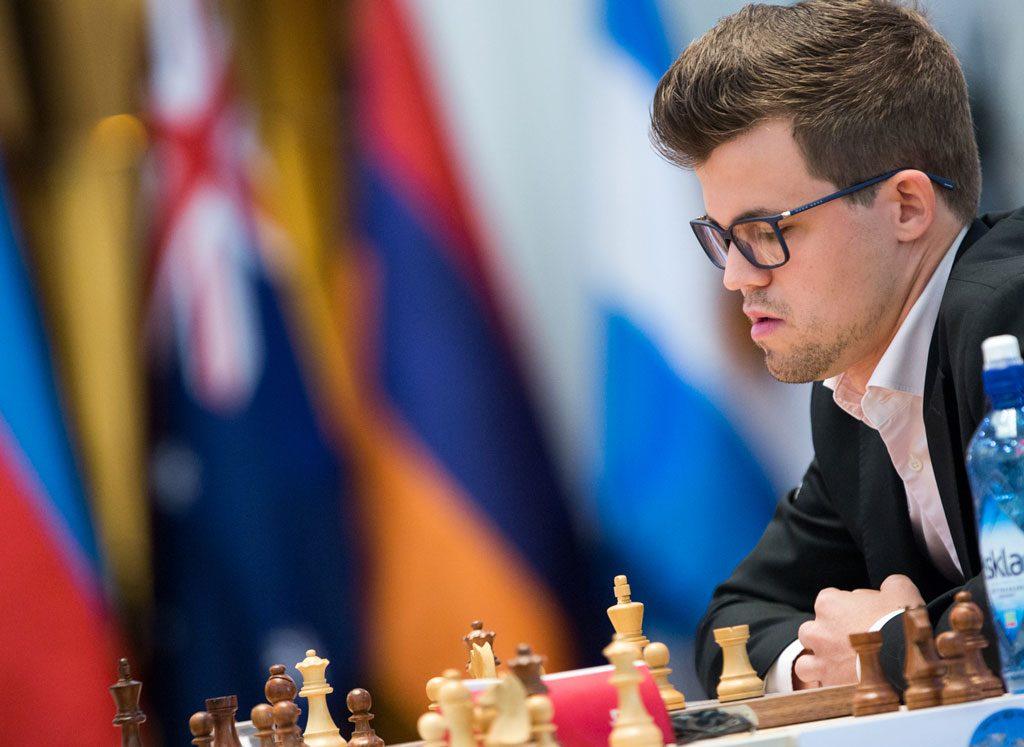 I tillegg til å bli angrepet, kom Magnus Carlsen i kraftig tidsnød. Det er en dårlig kombinasjon. Foto: Maria Emelianova/chess.com
