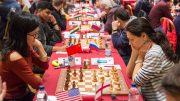 KVINNEMØTE: Hou Yifan i møtet med Alexandra Kosteniuk i første runde. Partiet endte remis. Foto: Maria Emelianova/chess.com