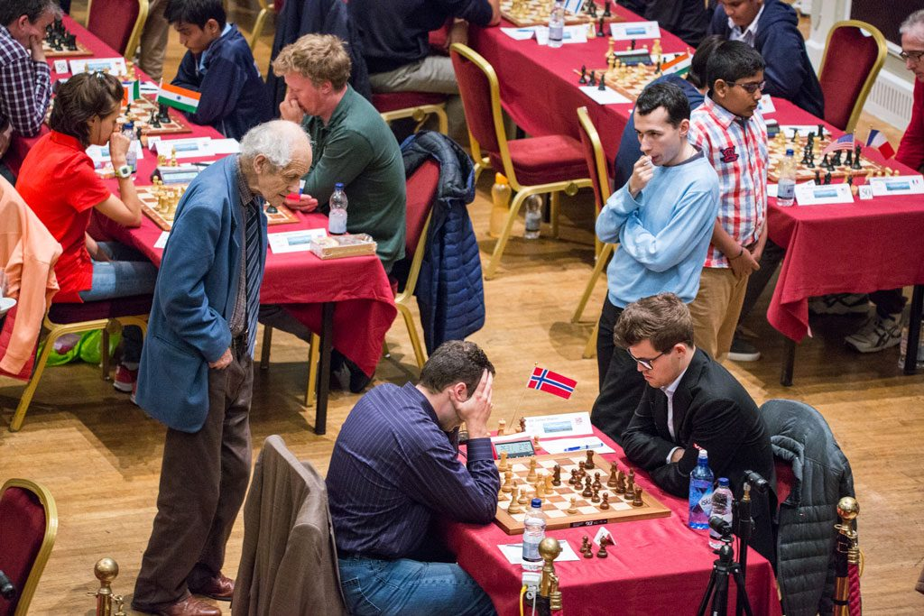 Magnus Carlsen måtte slite for seieren i andre runde på Isle of Man. Foto: Maria Emelianova/chess.com