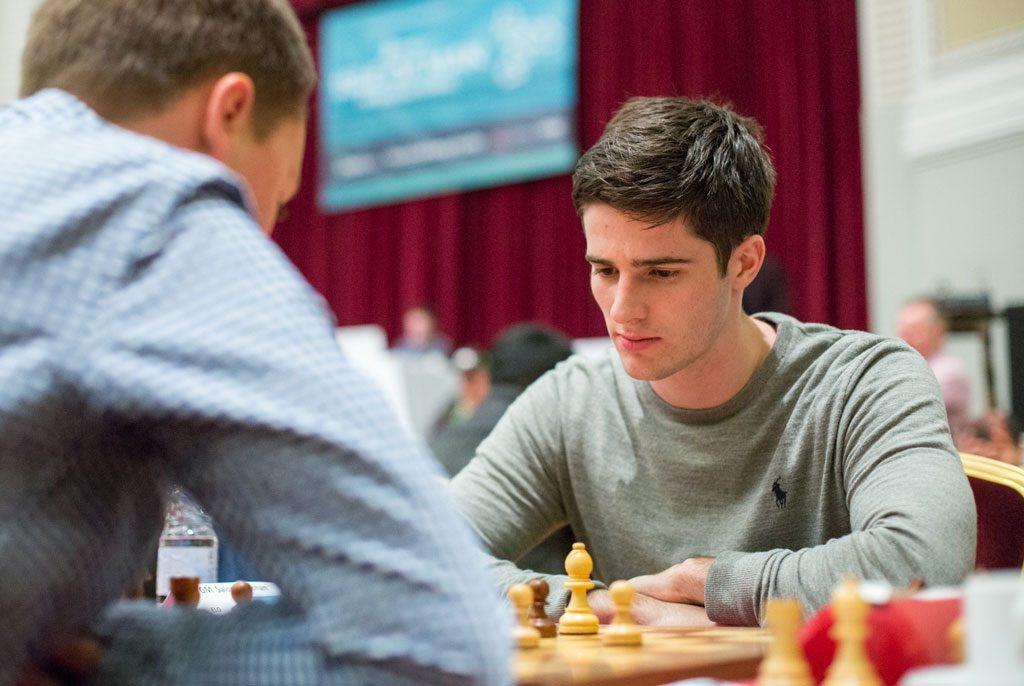 SOLID: Johan Salomon (20) med 3,5 poeng på de første seks rundene på Isle of Man. Foto: Maria Emelianova/chess.com