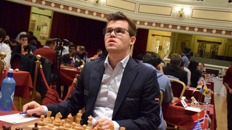 ENDELIG: Magnus Carlsen før dagens parti mot Hikaru Nakamura på Isle of Man. Foto: Tarjei J. Svensen