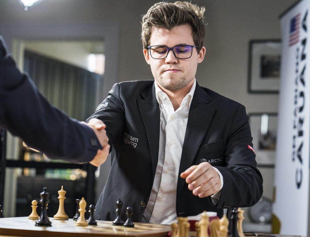 DOMINANS: Magnus Carlsen dominerer i St. Louis. Foto: Lennart Ootes