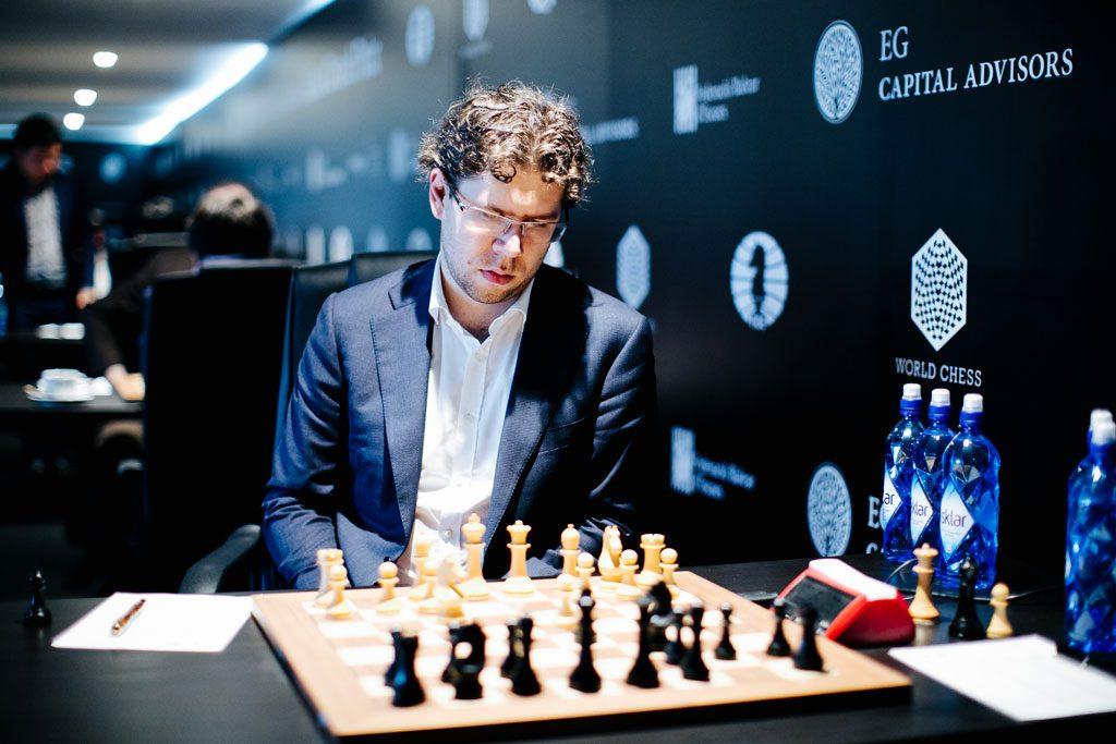 NEDTUR: Jon Ludvig Hammer var svært misfornøyd med at han ikke klarte å vinne partiet over Alexander Riazantsev i 8. runde. Foto: World Chess