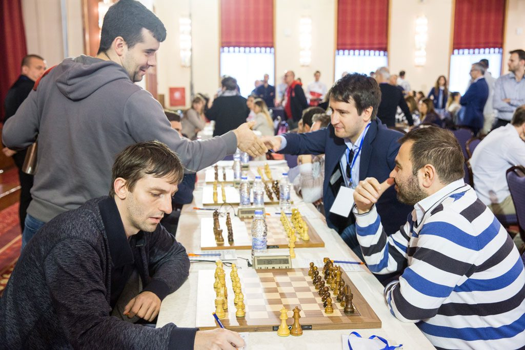 TOPPOPPGJØR: Aserbadsjan knuste Russland etter seire av Shakhriyar Mamedyarov, Teimour Radjabov og Rauf Mamedov. Foto: Maria Emelianova/chess.com