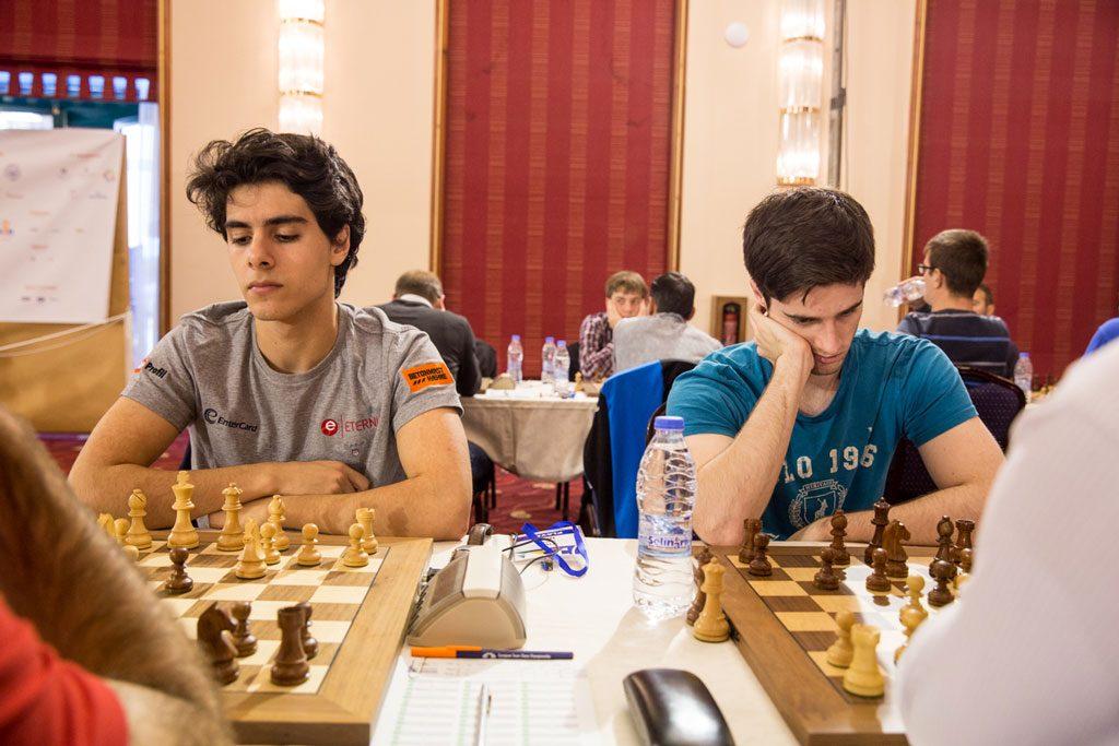 SKUFFET: Både Aryan Tari og Johan Salomon presterte litt under forventet for Norge på Kreta. Foto: Maria Emelianova/chess.com