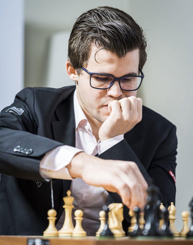 UTHVILT: Magnus Carlsen sier han er uthvilt, men mangler energi etter å ha reist direkte fra Hamburg. Foto: Lennart Ootes