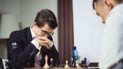 LEDELSE: Magnus Carlsen med god start mot Ding Liren i Champions Showdown i St. Louis. Foto: Lennart Ootes
