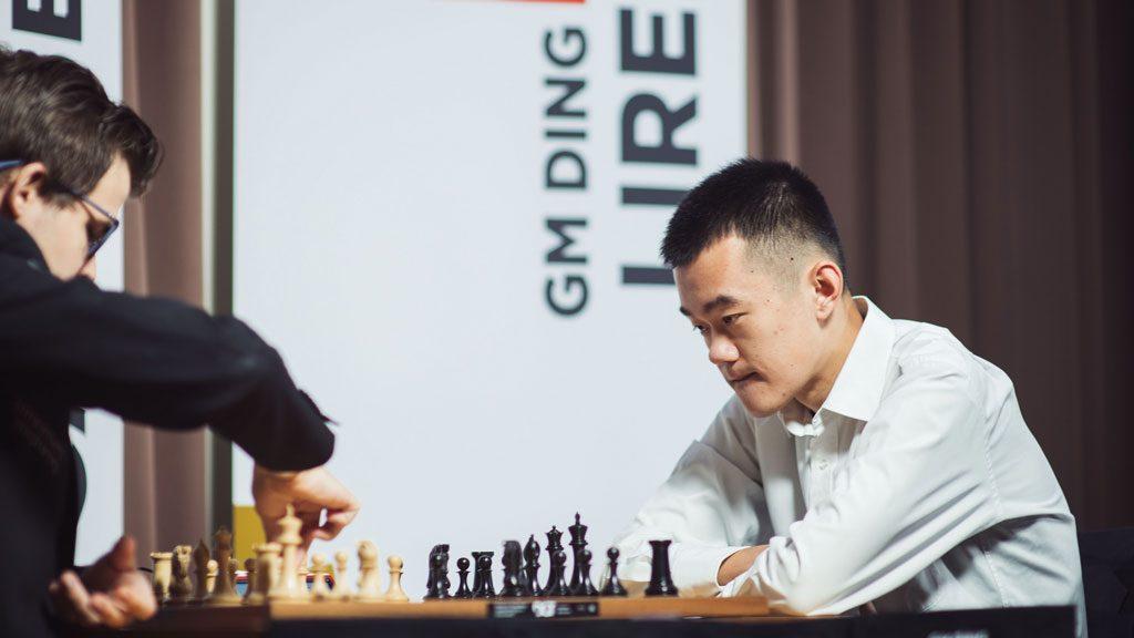 DUELL: Magnus Carlsen og Ding Liren har bare møttes to ganger tidligere: Begge partiene endte med remis. Foto: Lennart Ootes