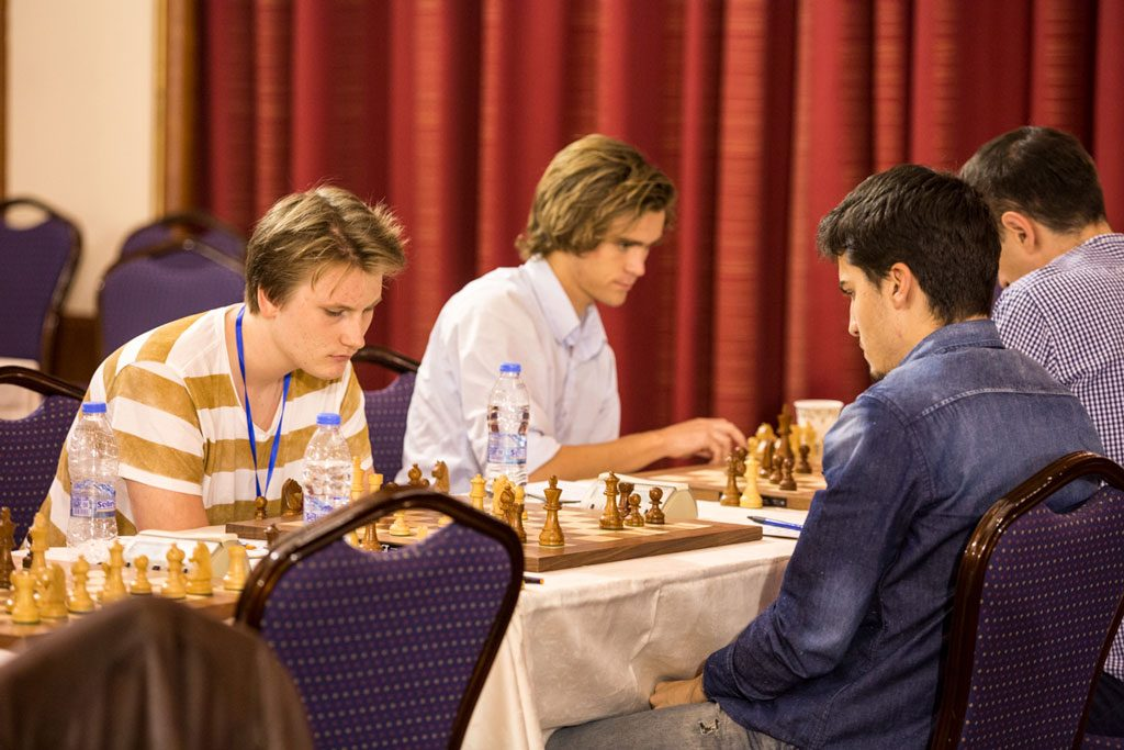 Johan-Sebastian Christiansen under åttende runde mot Montenegros Luka Draskovic. Foto: Maria Emelianova/chess.com