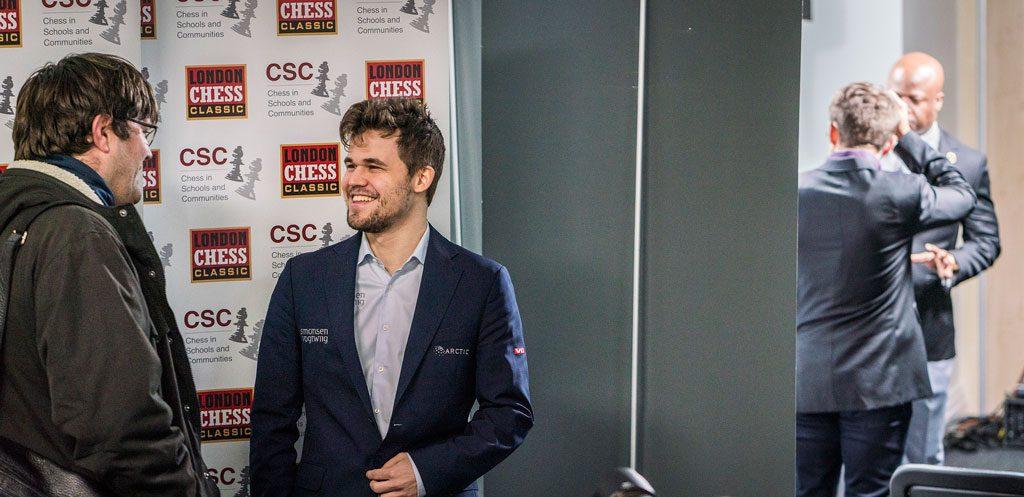 KAMERATER: Magnus Carlsen har med seg sin danske sekundant Peter Heine Nielsen. Foto: Lennart Ootes/Grand Chess Tour