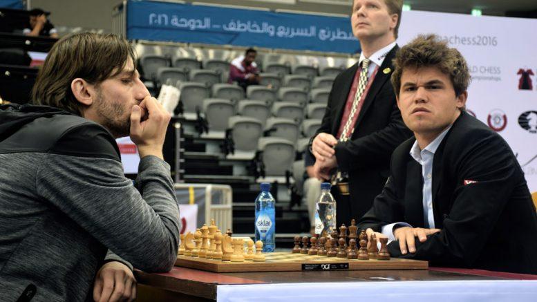 VM: Magnus Carlsen drømmer om to VM-titler, men Alexander Grischuk er en av dem som nok vil forsøke å stikke kjepper i hjulene. Her fra Qatar i fjor. Foto: Yerazik Khachatourian