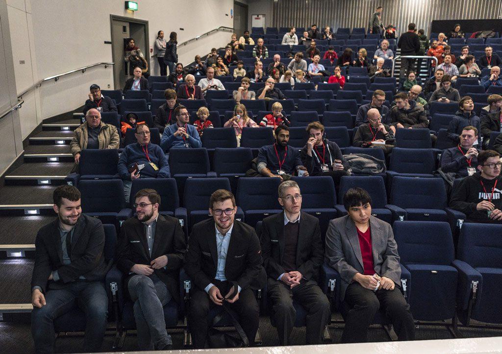 Magnus Carlsen i godt humør før start i dag. Foto: Lennart Ootes/Grand Chess Tour