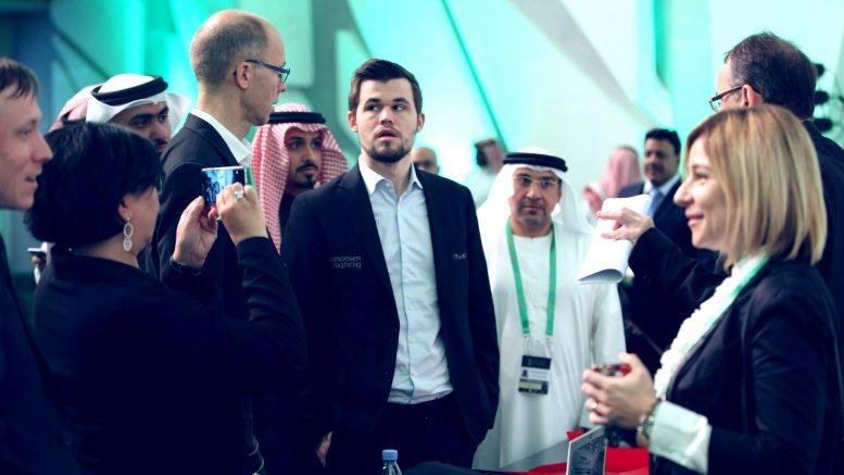 Magnus Carlsen har med seg far, mor og to søstre til Riyadh. Foto: FIDE