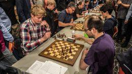 Fra nyttår blir det slutt på umiddelbart tap ved ulovlig trekk i lynsjakk. Her fra Mesterklassen i NM i lynsjakk i 2017. Foto: Rolf Haug/mattogpatt.no