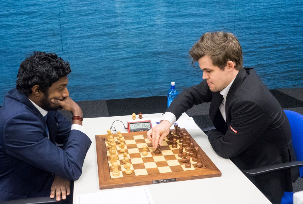 SEIER: Magnus Carlsen med seier i det andre møtet med Baskaran Adhiban i Tata Steel Chess 2018. Foto: Maria Emelianova/chess.com
