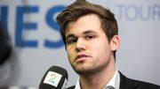 SEIER: Magnus intervjues av TV 2 etter seieren over Baskaran Adhiban i 2. runde. Foto: Maria Emelianova/chess.com