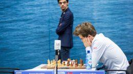 GIRI ELLER CARLSEN? Duoen skal ut i omspill om tittelen i Tata Steel Chess. Foto: Maria Emelianova