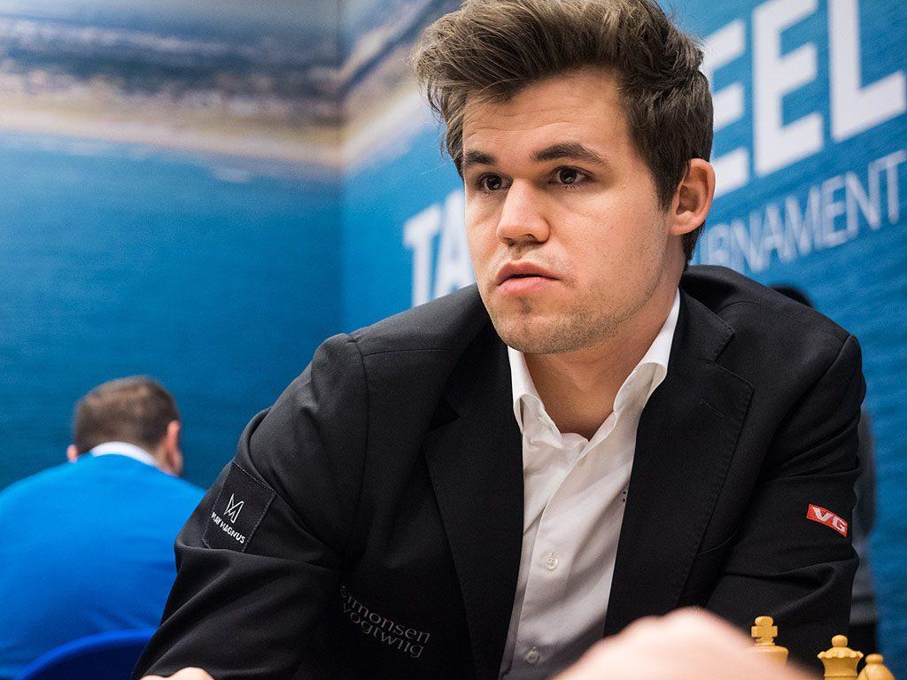 SJOKKERT: Magnus Carlsen etter tabben i det 17. trekket mot Gawain Jones i Tata Steel Chess. Foto: Maria Emelianova