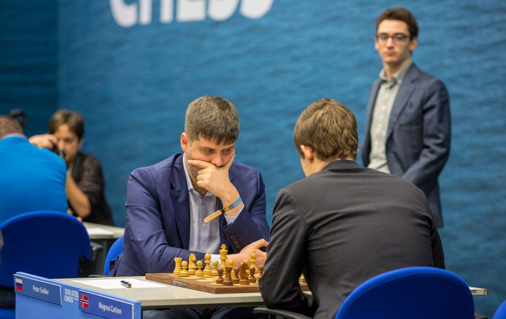 Peter Svidler bidro til et forrykende parti mot verdensmesteren i 6. runde i Wijk an Zee. Foto: Maria Emelianova