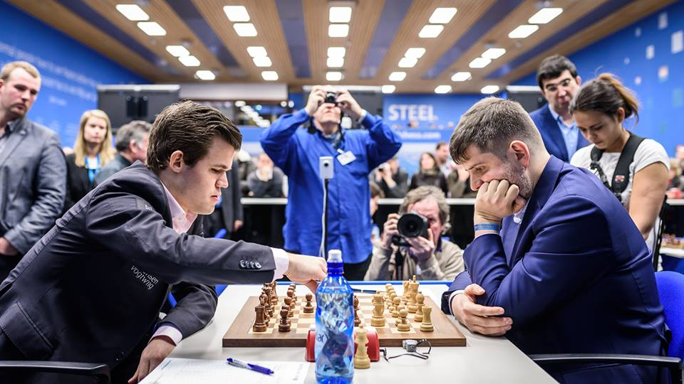 Magnus Carlsen og Peter Svidler møttes for 15. gang i årets Tata Steel Chess i Wijk an Zee 2018. Foto: Alina l'Ami