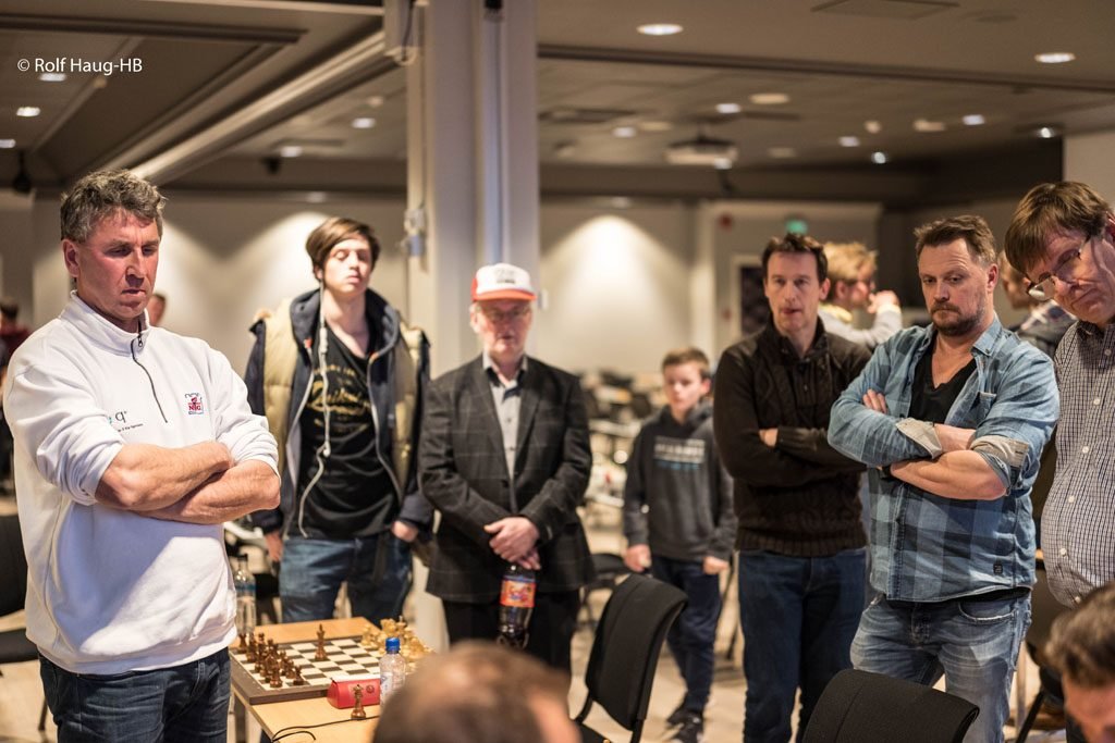 REMIS: Simen Agdestein avga en av sine få remiser i mesterskapet mot Timofey Galinsky. Foto: Rolf Haug/mattogatt.no
