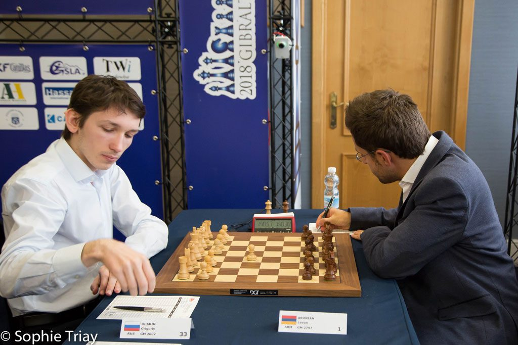 Russian Junior Gregory Oparin draws Levon Aronian. Photo: Sophie Triay