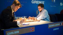 Magnus Carlsen og Maxime Vachier-Lagrave i 4. runde i Grenke Chess Classic 2018. Foto: Eric van Reem