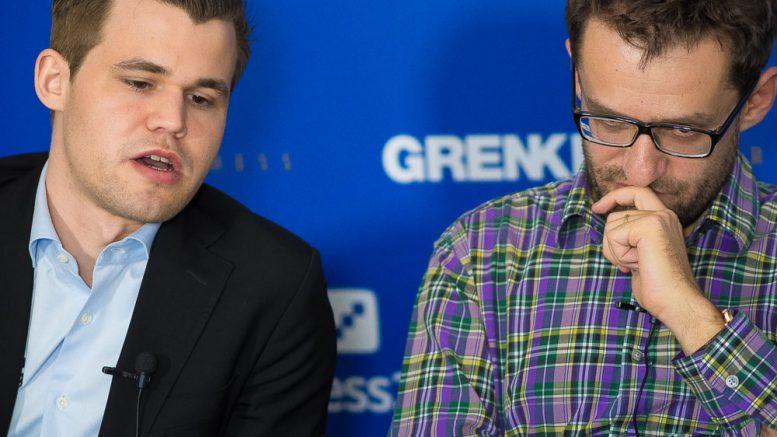 Magnus Carlsen og Levon Aronian i analysen etter 6. runde i Grenke Chess Classic. Foto: Eric van Reem