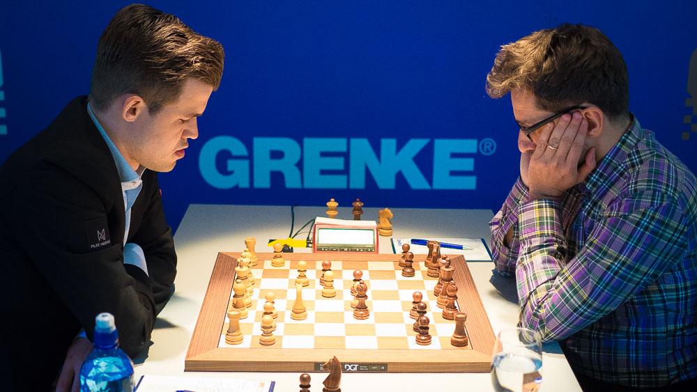 Magnus Carlsen og Levon Aronian møttes for 55. gang i 6. runde av Grenke Chess Classic. Foto: Eric van Reem