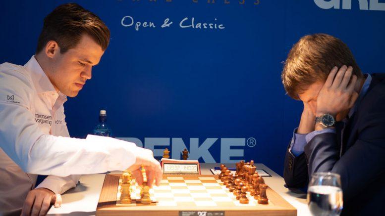 Magnus Carlsen i møtet med Nikita Vitiugov i 8. runde av Grenke Chess Classic. Foto: Eric van Reem